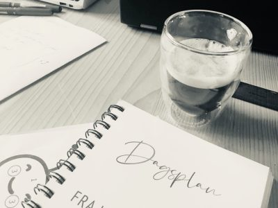 Dagsplan og kaffe
